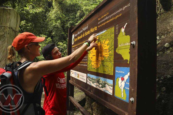Guide du traducteur Wiwa Tours expliquant l'itinéraire